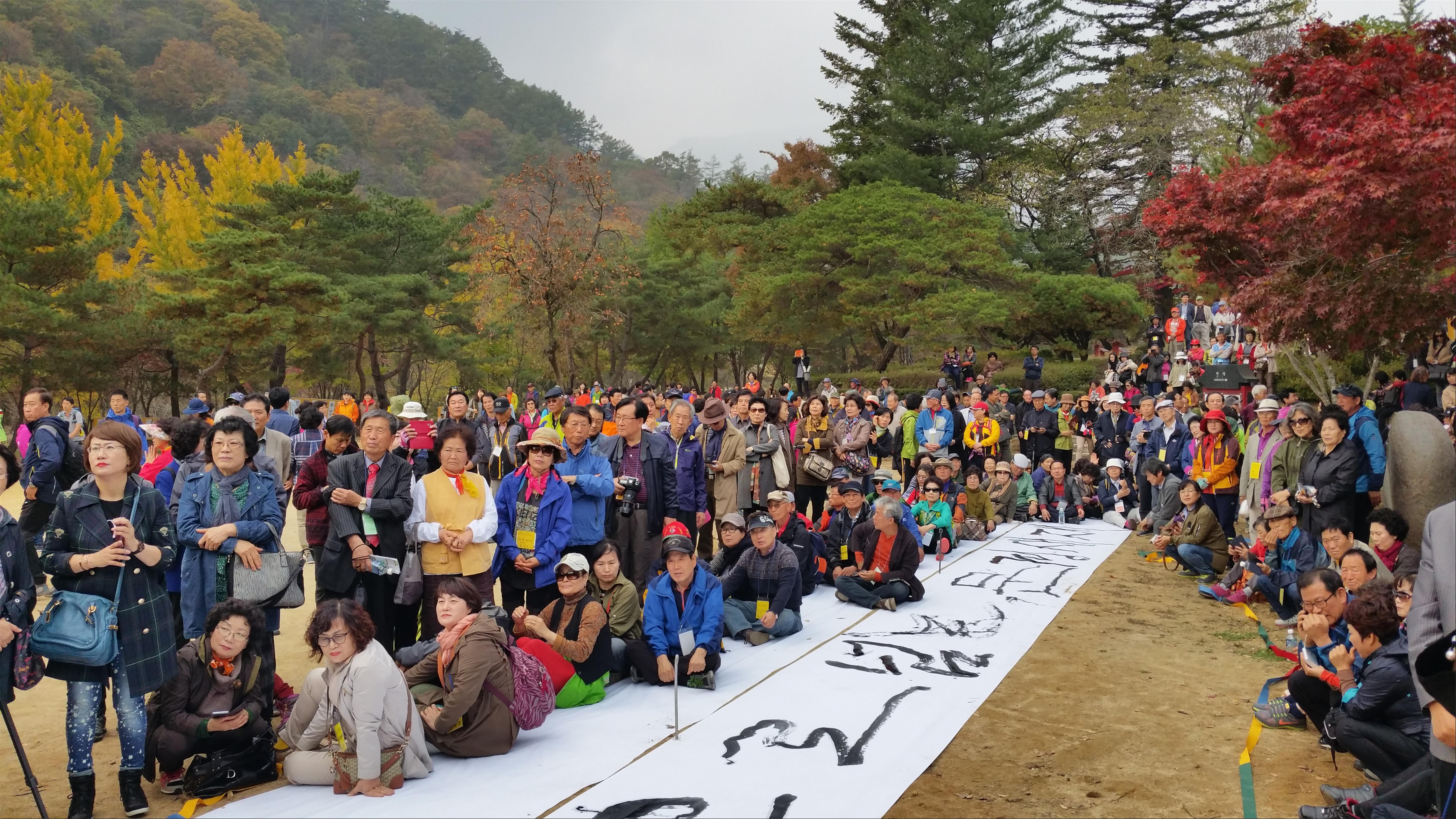 개막식에 참석한 회원.jpg